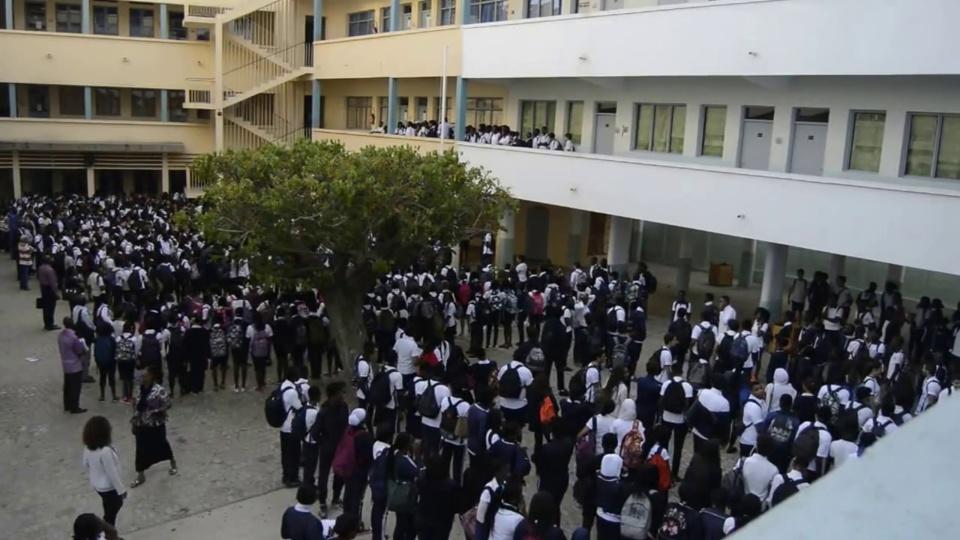 L'INSTITUT SAINTE JEANNE D'ARC: le personnel accuse la direction de discrimination, de racisme et de tâtonnement