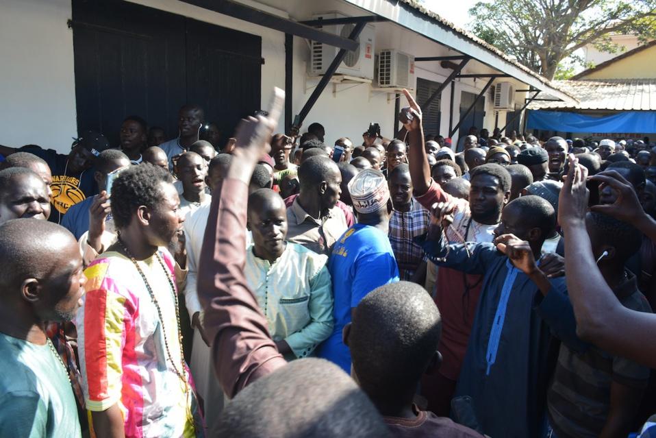 CAFOUILLAGE SUR LE LIEU D'INHUMATION DU DEFUNT PDG DE WALF: A Yoff, les Sénégalais attendaient en masse Sidy Lamine Niass