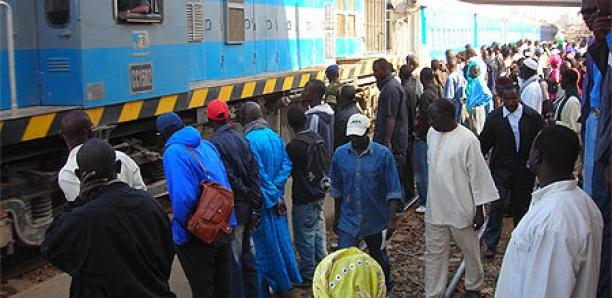 ACCIDENT FERROVIAIRE EVITE A THIAROYE GARE: Un bus bondé de passagers tombe en panne sur les rails et frôle le pire avec un train «Taïba»