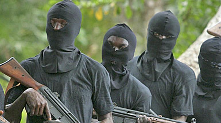BRAQUAGE VERS 05 DU MATIN A GUEDIAWAYE WAKHINANE NIMZATH: 12 malfaiteurs armés attaquent un magasin d'alimentation, le dévalisent et disparaissent