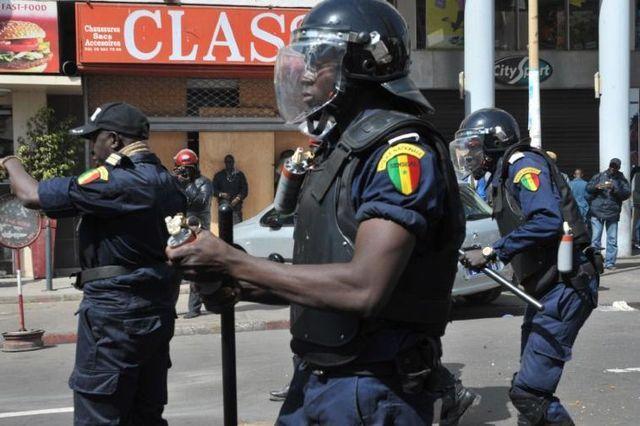 ALTERCATION ENTRE DES POLICIERS DANS UN BAR A THIES: L'agent ivre refuse de s'identifier devant ses collègues, s'oppose au contrôle de routine et se bat avec eux