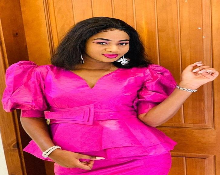 La nouvelle journaliste de walf tv khadidiatou sarr cissé dans l'émission taku show qui fait le buzz