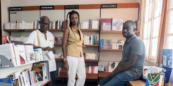Felwine Sarr, Boris Diop et Nafissatou Dia désavoués en justice sur la librairie Athéna