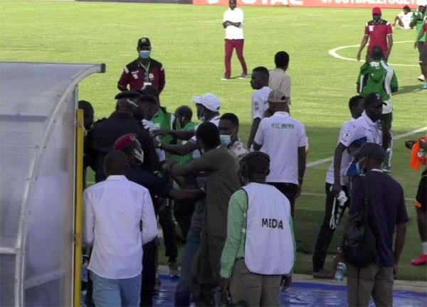AGRESSIONS DES ARBITRES DU MATCH JARAAF-COTON SPORT DU 23 MAI: Youssou Dial, Mamadou Sylla et Albert Diène suspendus, le Jaraaf condamné à payer 26.800.000 Cfa