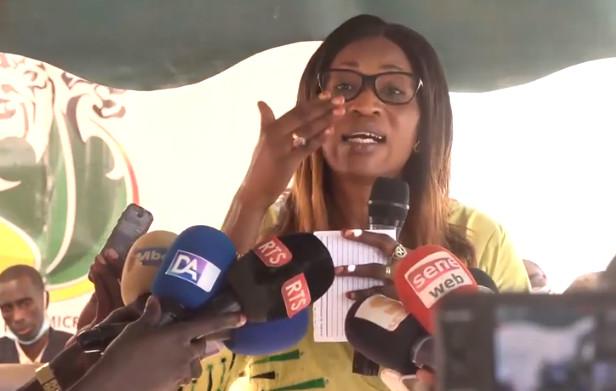 INITIATIVES EN FAVEUR DES FEMMES EN MILIEU RECULE: Zahra Iyane Thiam se déporte à Nguéniène, finance les femmes et assure de…