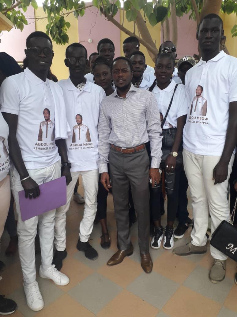 Thies: remise par Abdou Mbow des bourses de formation aux jeunes, d'attestation de formation aux femmes, de matériels mécaniques et de kits en coiffure