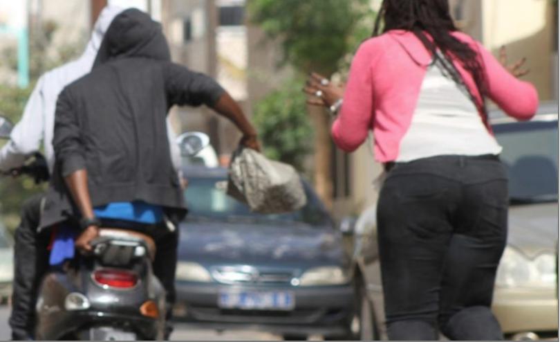 GANGSTÉRISME A THIAROYE WAKHINANE 3 : Un businessman guinéen agressé au coupe-coupe en plein jour par trois individus à bord d'une moto