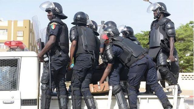 Arrestation brutale de blessure d'un agent commercial: le juge et le procureur savonnent trois policiers