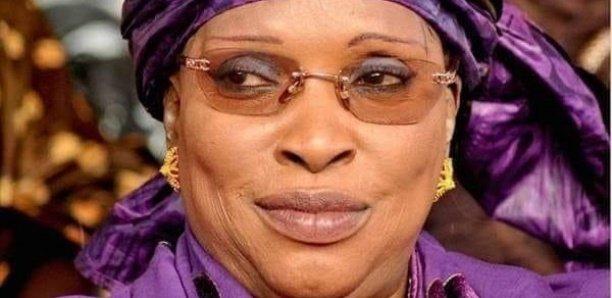 """Décès d'Awa Diop : Macky rend hommage à une """"femme généreuse et loyale"""""""