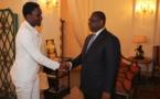 Macky Sall félicite Wally devant Thione