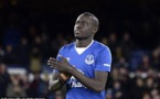 Baye Oumar Niasse fait ses adieux à Everton et fait un don à un organisme de bienfaisance