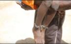 LE MAÇON IVROGNE DÉRANGE LA QUIÉTUDE DE LA CITÉ SAPAFE DE TIVAOUNE PEULH: Le chef d'agence de sécurité, Alexandre Gomis et deux de ses éléments le ligotent, le matraquent jusqu'à lui casser sa jambe et sa main
