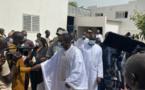 Ousmane Sonko se moque de son «petit frère» Déthié Fall chez Serigne Moussa Nawel